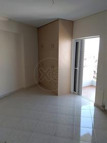 Διαμέρισμα : 130 τ.μ.