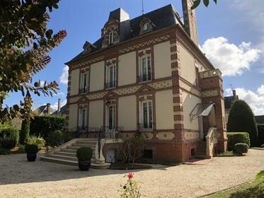 Superbe maison de maître en ville restaurée dans l'Eure
