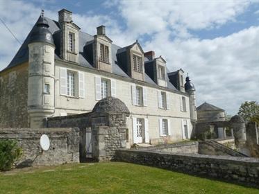 Château restauré à proximité de Poitiers