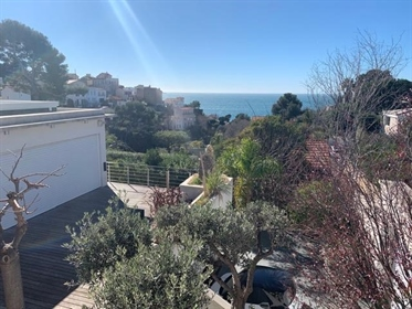 Marseille 13007 - A stunning property with a unique view on the