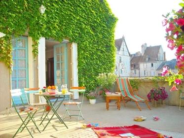 Maison de village restaurée dans le Berry
