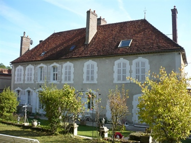 Charmante maison de maître en Bourgogne