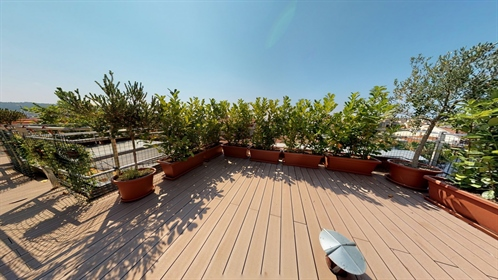 3-Piece-Top-Floor-Roof terrace-nice square gold