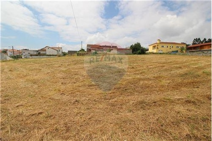Terreno: 3.530 m²