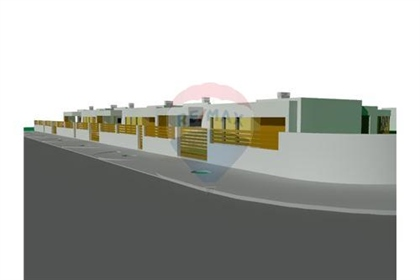 Terreno: 3075 m²