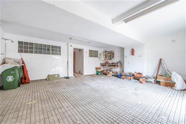 Vivenda: 424 m²
