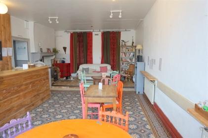 Peut être vendu séparément, immeuble de 269 m2 avec grenier aménageable de 123 m2