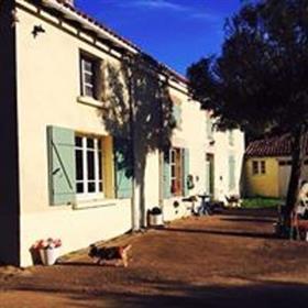 Sports équestres / Ecuries de revenus propriété 5 Hectares 10 4 granges de maison traditionnelle en