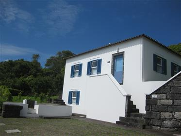 House and detached cottage with sea view