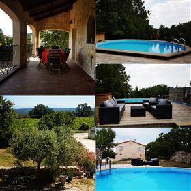 Belle maison en Ardèche avec vue exceptionnelle dans le sud de l'Ardèche.