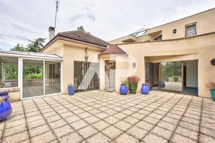 Maison Rueil Malmaison 8 pièce(s) 200m²