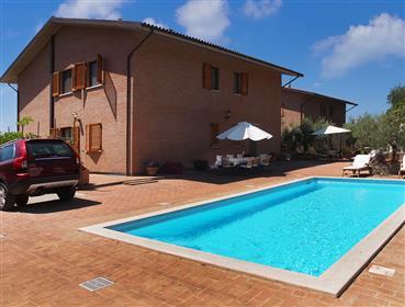 Villa di nuova costruzione con piscina