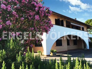 Villa Montecolognola con vista lago