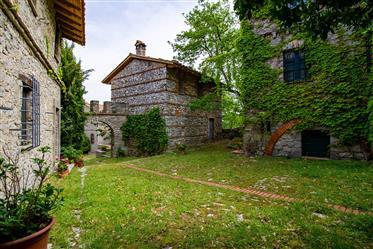 Porzione di casale in borgo medioevale