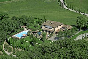 Villa de haute qualité avec piscine, parc et terrain