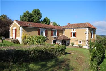 Corps de ferme et grange en Dordogne