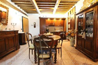 Appartamento caratteristico con balcone a Volterra