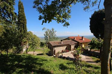 Nice estate with 4 ha of land in a fantastic panoramic view....