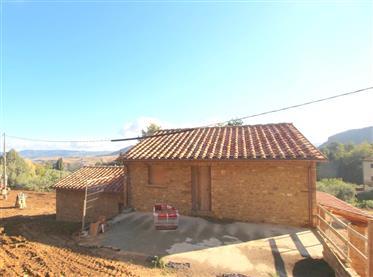 Ex fienile con 3 camere, tipico stile toscano da ultimare