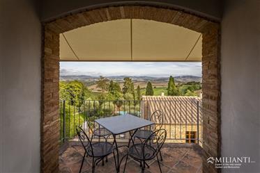 Appartement avec terrasse panoramique à Lajatico