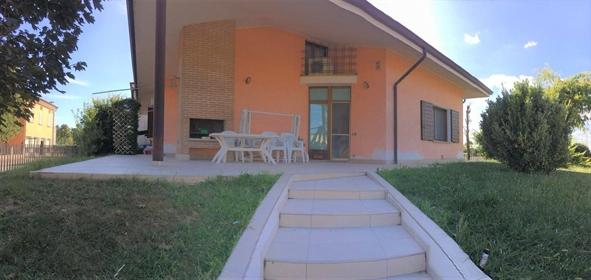 Nel comune di Castellucchio vendesi villa singola disposta su unico livello al piano terra