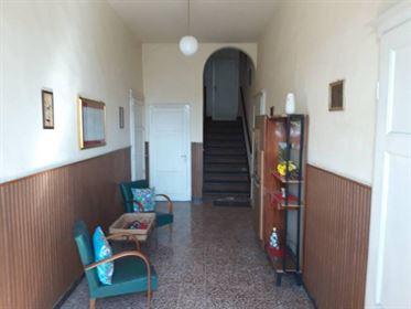 Casa recente: 337 m²