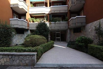 Piso bien cuidado en venta en Novara, Sagrado Corazón, lugar en primera planta con ascenso...