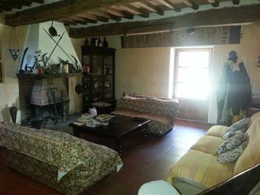 Grande casa colonica in vendita nella campagna di Città della Pieve