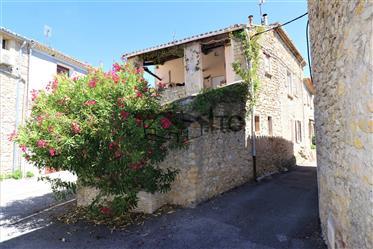 Maison de village ancienne avec cour intérieure