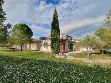 Villa De Plain Pied De 130M² Avec 3200M² Terrain, Piscine Et...