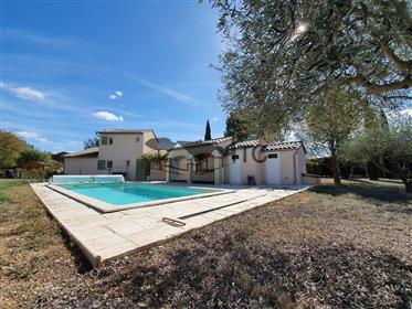 Villa De Plain Pied De 130M² Avec 3200M² Terrain, Piscine Et Forage