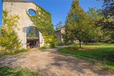 Tènement immobilier en pierres de grès dans paradis écologiq...