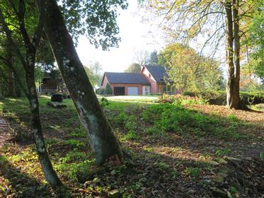 Casa de campo em um local calmo e verde