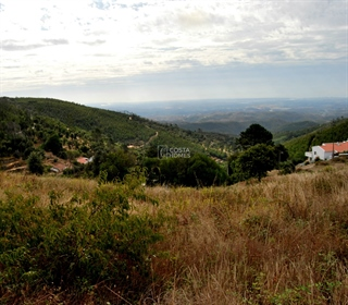 Terreno Rústico (39.760 m2), c/ água de mina e deslumbrantes vistas sobre a serra