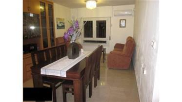 דירת 4 חדרים במצב מצוין