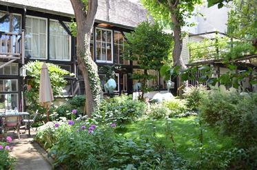 Maison et atelier dans un écrin de verdure
