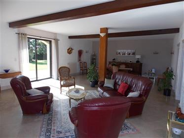 Near Cognac, spacious charentaise house with garden and outb...