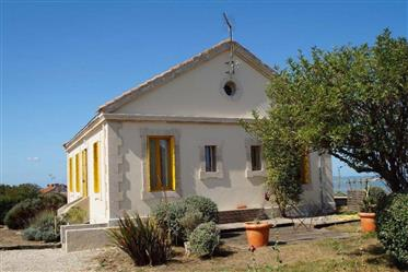 Exceptional 4 bed detached house on Ile Madame, 240 ° sea view