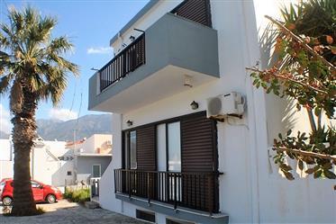 Κτίριο 2 διαμερισμάτων. Κοντά στην παραλία. Θέα στη θάλασσα-Ανατολική Κρήτη