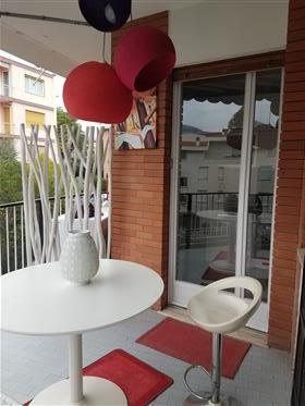Fronte mare splendido appartamento / / vendita