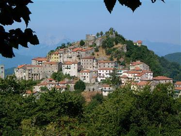 Renovado, Detached, 3 casa de aldeia de cama acima Bagni di ...