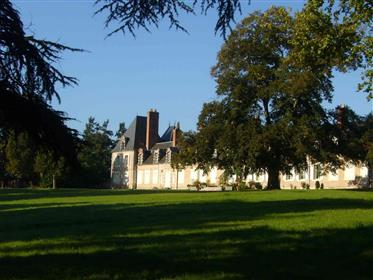 Sologne Castle Wing restored and his guest house with swimming pool