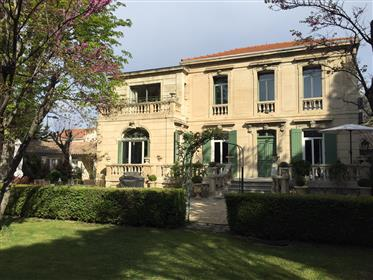 Mansion for sale in Avignon with garden and swimming pool