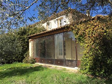Maison à vendre à Gordes au coeur du village avec jardin et piscine