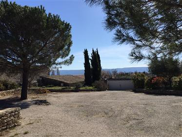 Village house for sale in Gordes with a garden and a swimming pool