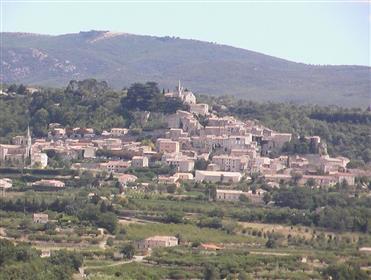 Terrain à vendre dans le village de Bonnieux à proximité du centre et des commerces