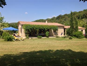 Bungalow in Naturstein südlich der Ardèche-Schlucht