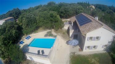 In der Nähe von Vallon Pont d ' Arc, geräumige Villa mit Swimming Pool und Appartement!