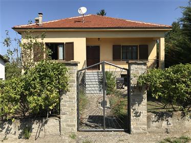 Casa indipendente - giardino circostante