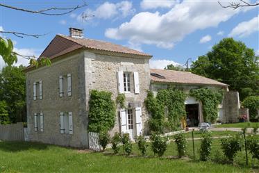 Direct propriétaire maison de pays avec piscine chauffée  en Dordogne